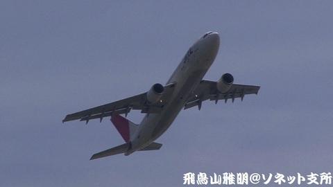日本航空 JA016D@東京国際空港(城南島海浜公園より)。RWY34R上がりの迎え撃ち。秋田行きです。