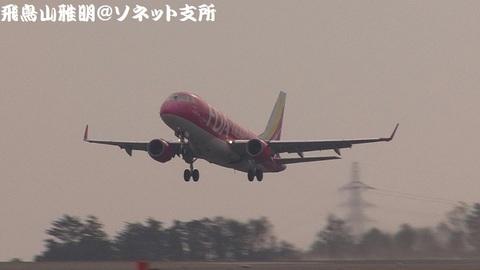 フジドリームエアラインズ JA01FJ@静岡空港(RWY12エンド・西側展望広場より)。RWY30からの離陸シーン。