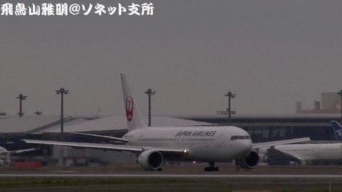 日本航空 JA654J@成田国際空港(RWY34Lエンドより)。タキシングする様子のキャプチャ。