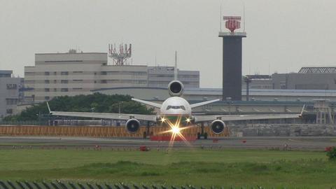 B-16113@成田国際空港 正面