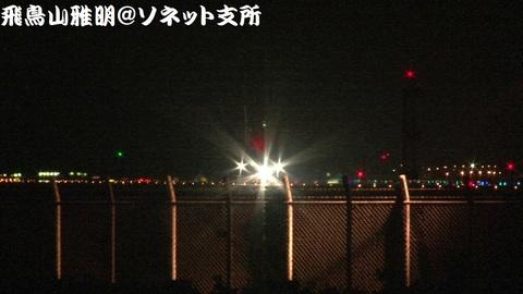 機首を上げるJA381A
