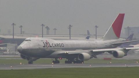 JA402J@成田国際空港