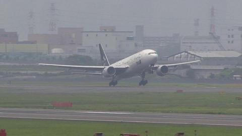 JA711A@大阪国際空港