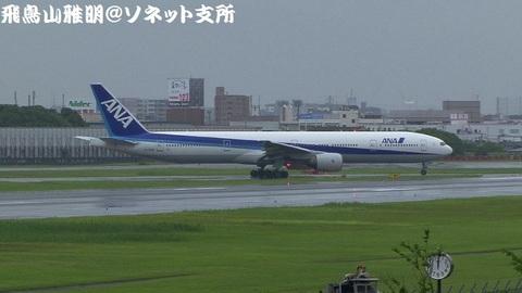 全日本空輸 JA753A@大阪国際空港(伊丹スカイパークより)。RWY32Lに入る様子のキャプチャ。