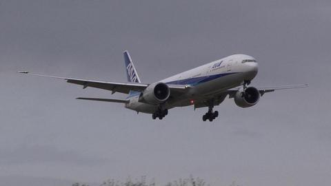 JA780A@成田国際空港。曇天のさくらの山から…。