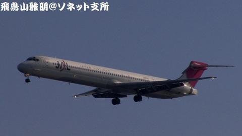 日本航空 JA8029@東京国際空港(浮島町公園より)。RWY34Lへのファイナルアプローチ。