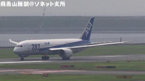 全日本空輸 JA815A@東京国際空港(第2旅客ターミナル展望デッキより)。RWY34Rからの離陸シーン。