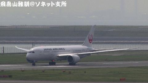 日本航空 JA822J@東京国際空港(第2旅客ターミナル展望デッキより)。離陸滑走のキャプチャ。