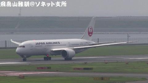 日本航空 JA826J@東京国際空港(第2旅客ターミナル展望デッキより)。RWY34Rからの離陸シーン。