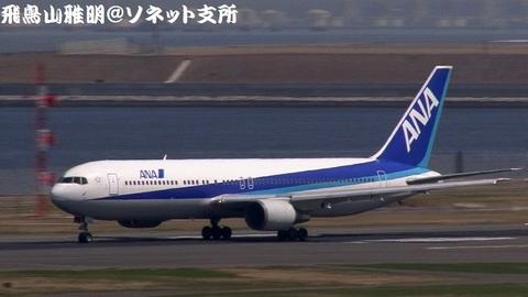 全日本空輸 JA8271@東京国際空港(第2旅客ターミナル展望デッキより)。離陸滑走のキャプチャ。