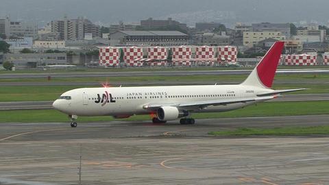 JA8299@大阪国際空港