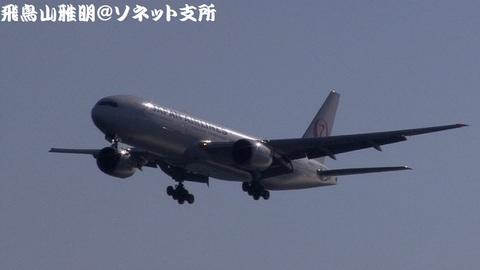 日本航空 JA8978『2020東京オリンピック・パラリンピック招致ラッピング』@東京国際空港(浮島町公園より)。RWY34Lへのファイナルアプローチ。