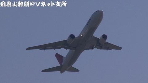 日本航空 JA8987@東京国際空港。城南島海浜公園より。
